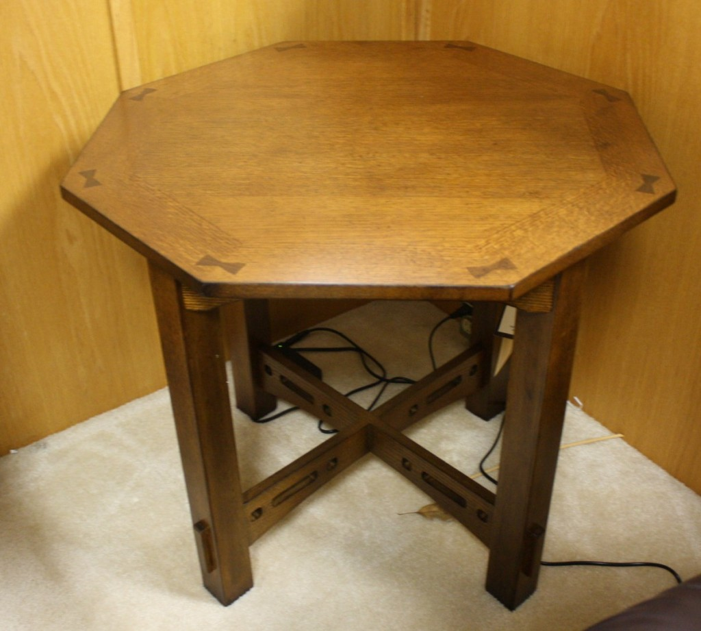 4078 007 Octagon End Table Broyhill