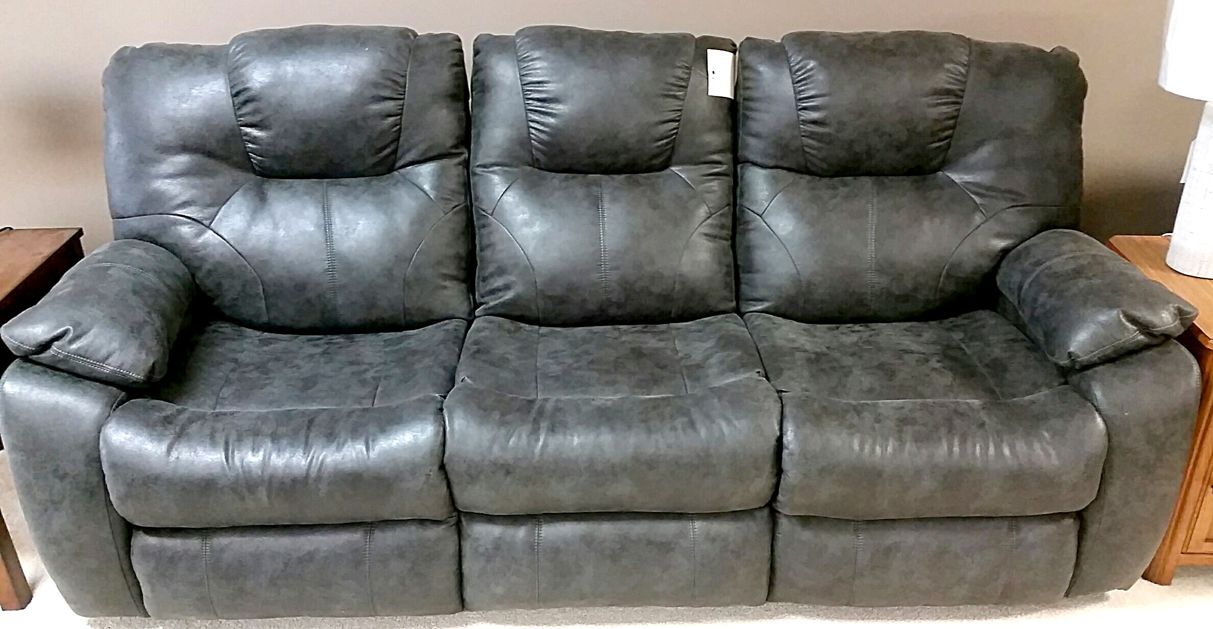 838 Southern Motion Avalon Reclining Sofa